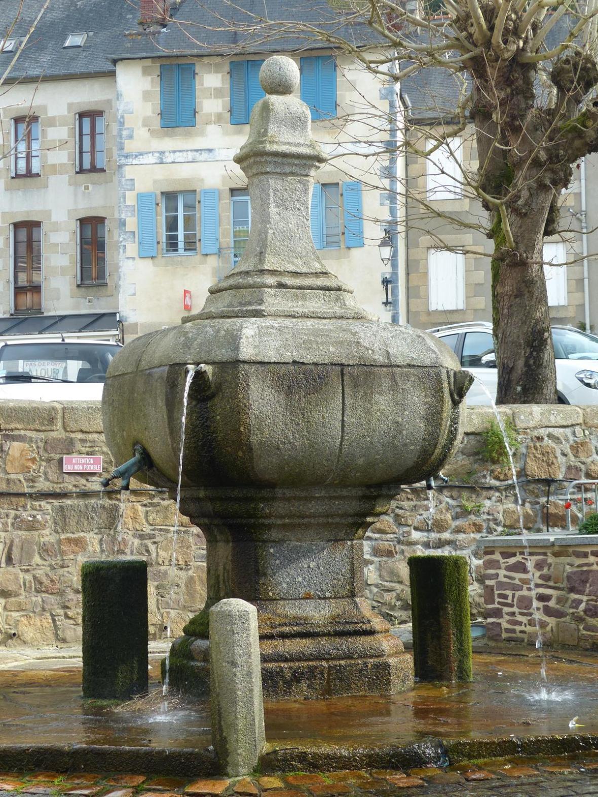 Fontaine de granit (Pontrieuc, Côtes d'Armor)